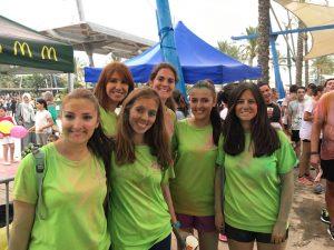 Algunas de nuestras voluntarias y trabajadoras, después de terminar de ayudar con el reparto de colores